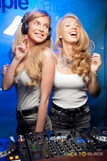 DJ'S AUDIO GIRLS